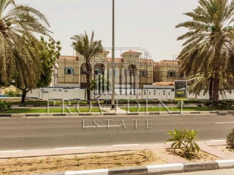 3 Huge Glass Showrooms in Umm Suqeim Road