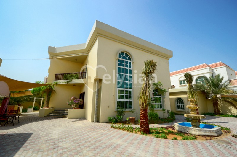 Grand Spacious Independent Villa + Drive Thru