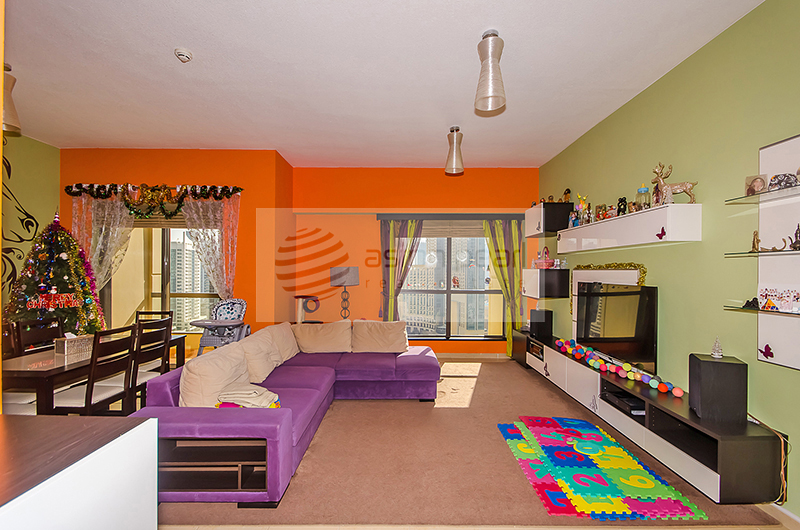 Upgraded and Spacious 1 Bed+Laundry Room