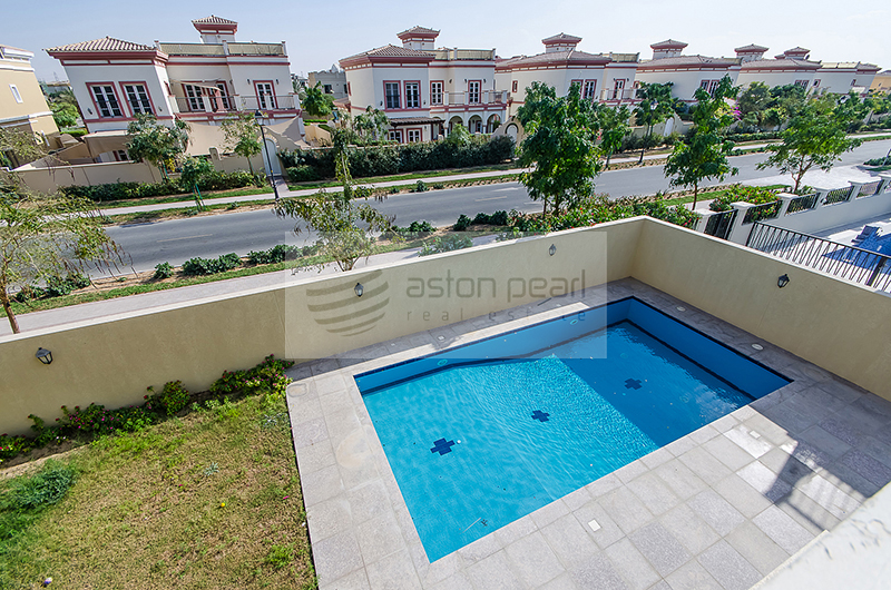 5 Bed + Maids with Custom Built in Aldea