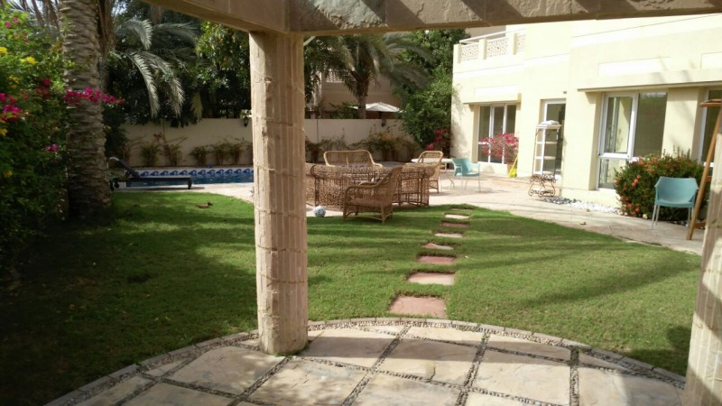 upgraded-with-swimming-pool-6-br-villa-in-meadows-5