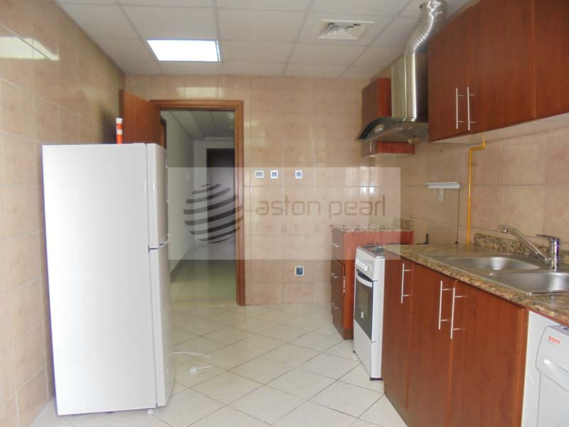 Well Maintained 2 Br w/ Partial Sea view