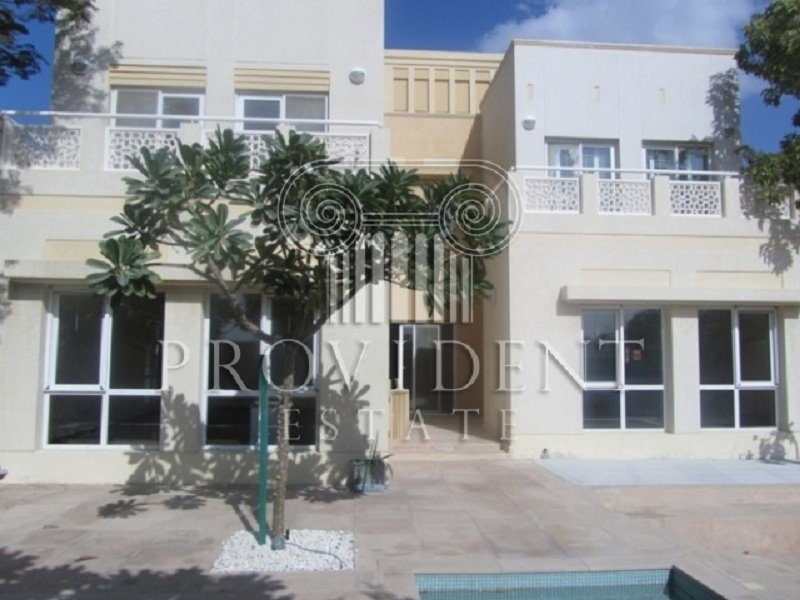 Huge Plot of 4 Bedroom Villa and Vacant
