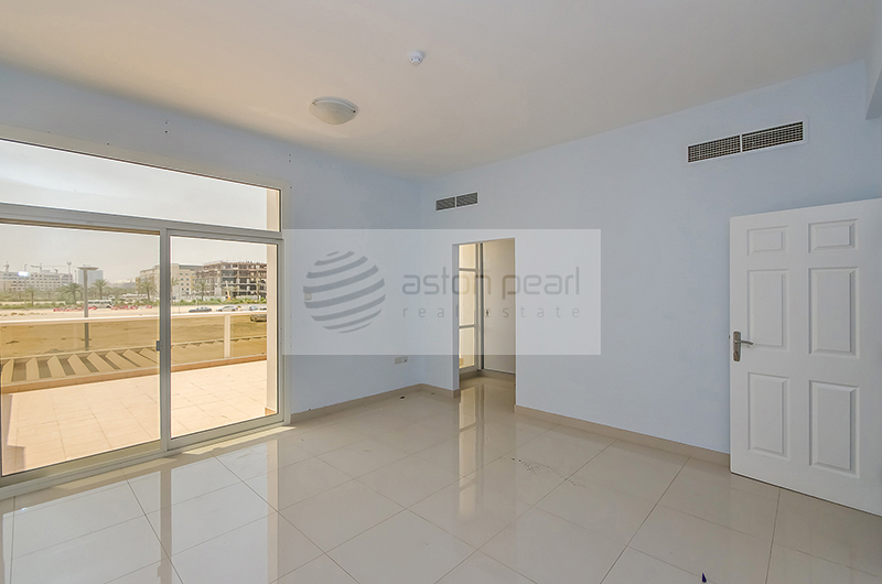 Modern Townhouse 4BR with Community Pool