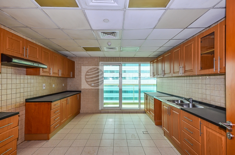 Well Maintained , 2 BR+M , On High Floor