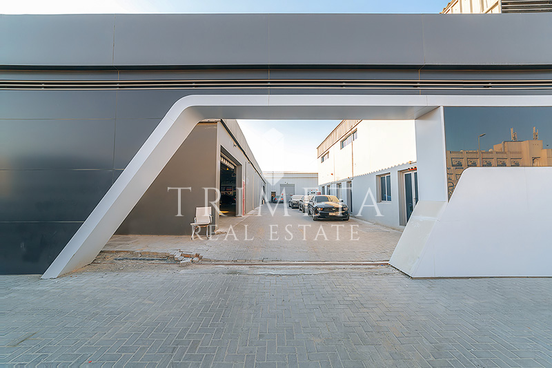 exclusive-huge-plot-with-warehouses-garage-offices