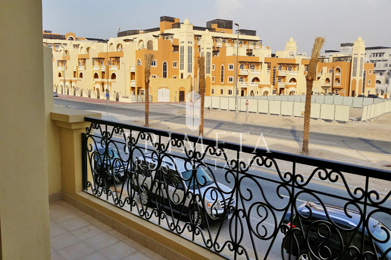 large-4-bedroom-townhouse-in-valencia-park-jvc