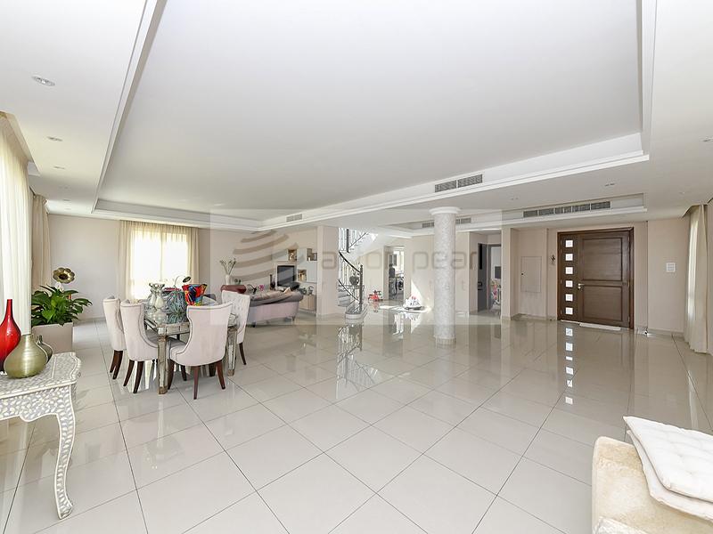 5 Bedroom Luxury Villa in Living Legends