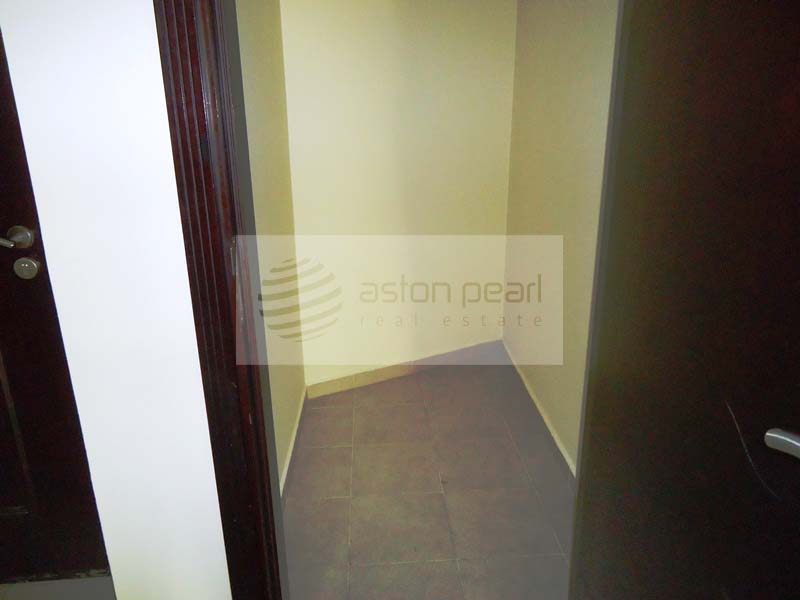 Great Location Street 4 | Large 1 Bedroom Apart