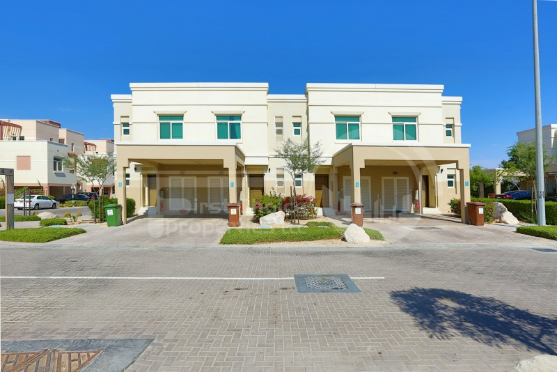 pay-2-cheques-modernized-2br-townhouse