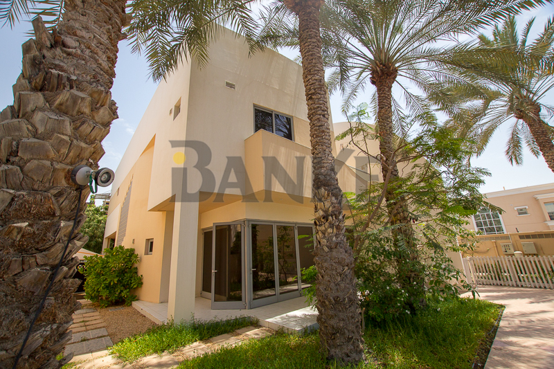 perfect-and-cosy-4-br-family-friendly-compound-villa-in-jumeirah-1-offering-hos