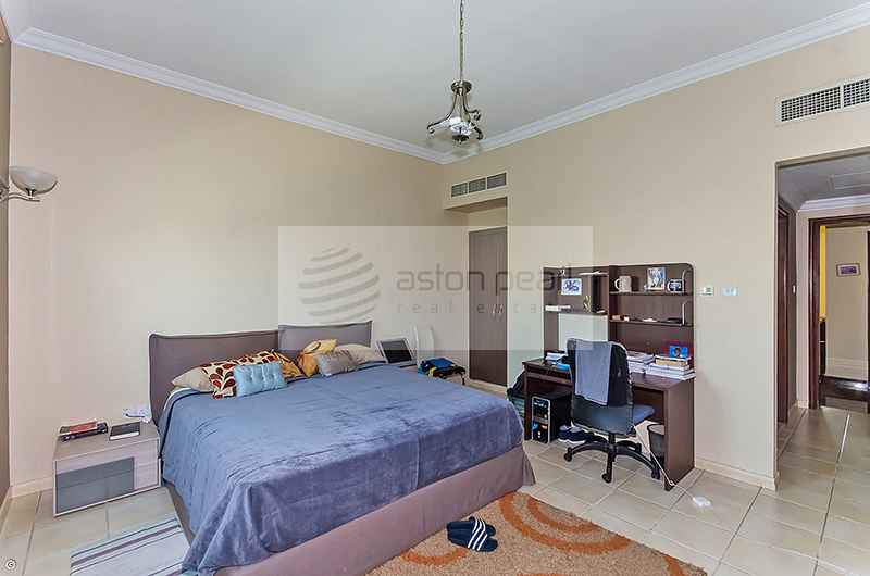 Up to 4 Cheques, Nicely Upgraded Furnished 4BR