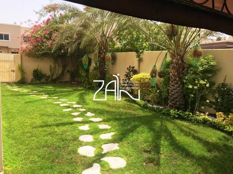 Large 5 BR Villa w/Big Landscaped Garden