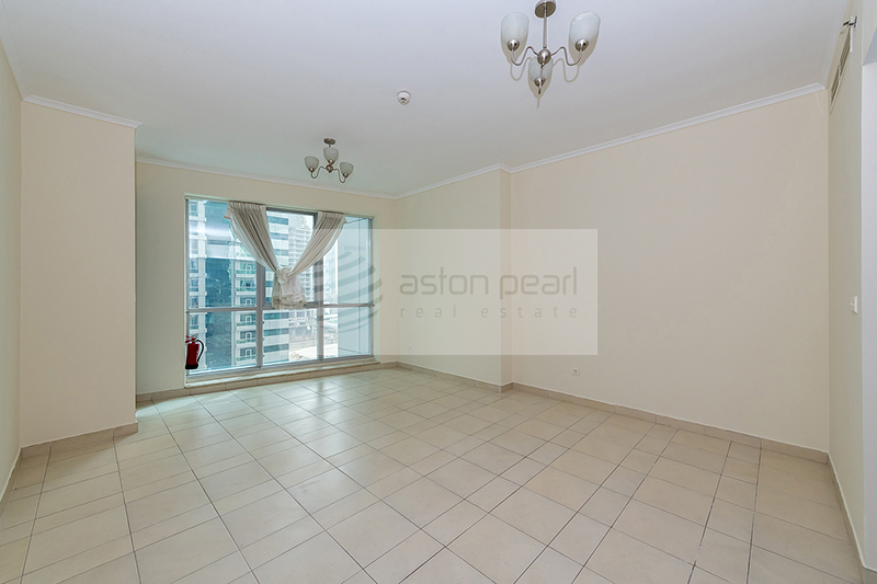 Large 1BR with Balcony, Partial Sea View