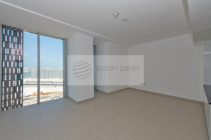 Vacant, Spacious STUDIO with Marina View