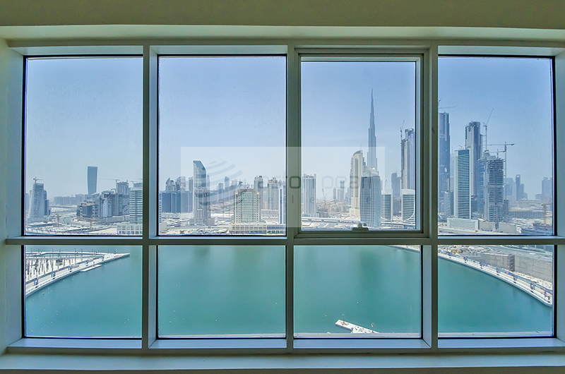 1 BR, Large Balcony, Lake and Burj Views