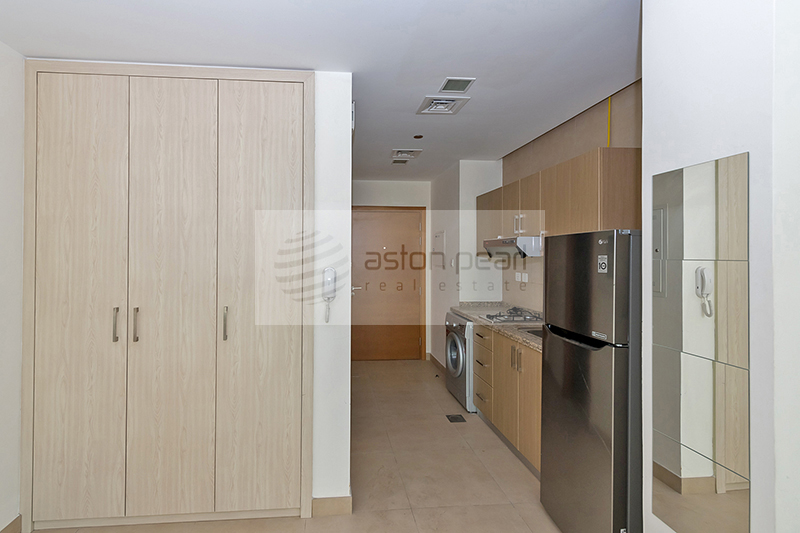 Beautiful Studio with Kitchen Appliances