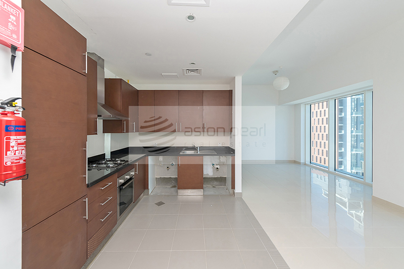 Canal View | Spacious Studio | AC and Gas Free