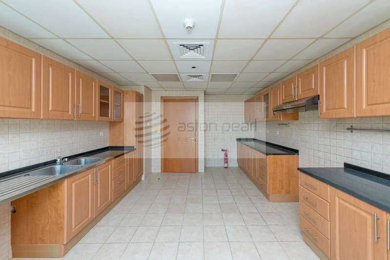 Vacant on Transfer | 2 BR+M | Marina View