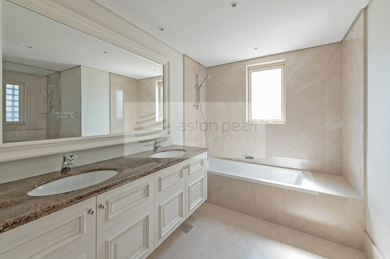 Upgraded Bathroom, Mamluki Style, Vacant