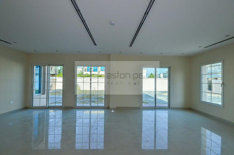 Ready 5 BR + Maid's | Nakheel Villa | Vacant