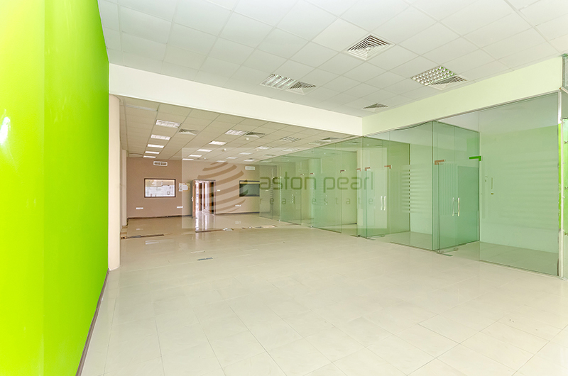 Perfect Location, SHOWROOM Great exposure onto SZR