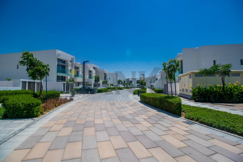 5-br-contemporary-style-large-plot-villa