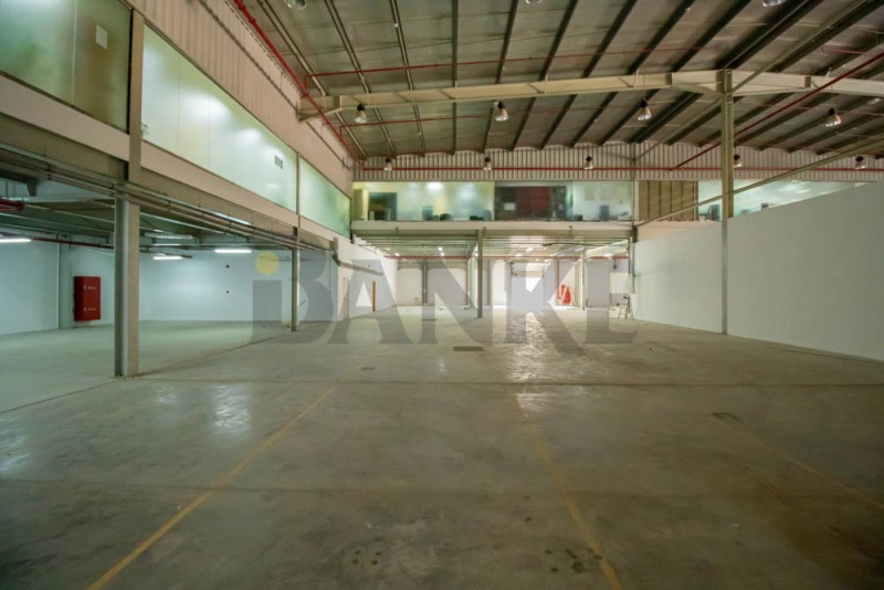 al-quoz-warehouse-close-to-sheikh-zayed-road