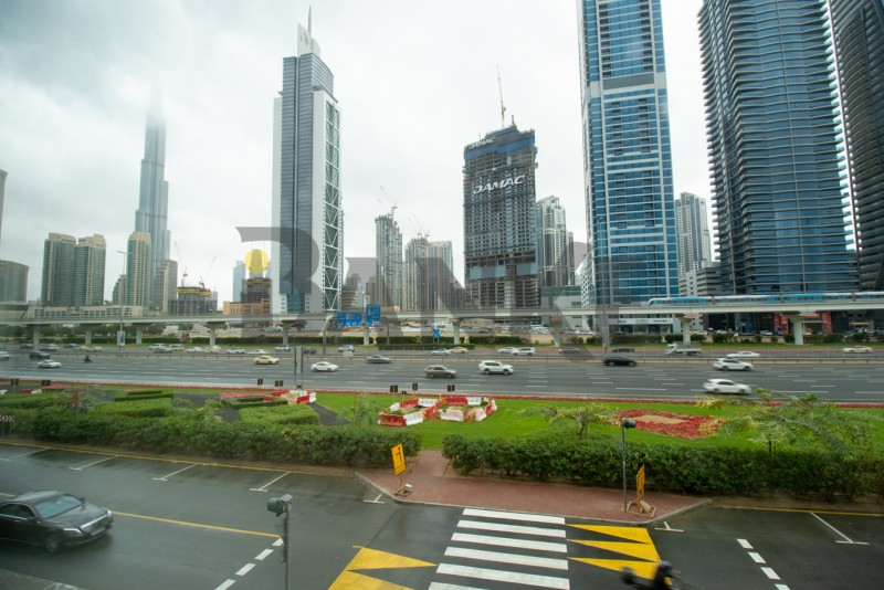 shopsheikh-zayed-road-view-close-to-metro
