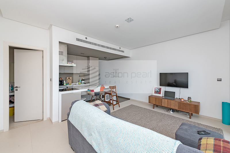 Bright One Bed Unit For Sale With Marina View
