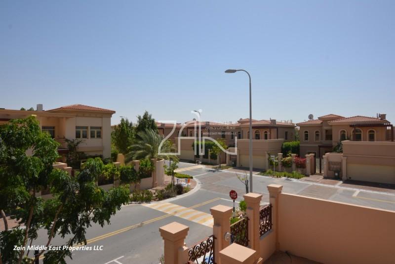 luxurious-5-br-villa-with-pool-garden