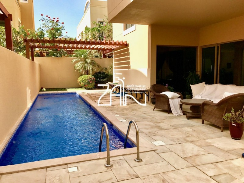 corner-4br-villa-great-location-with-pool
