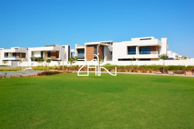 single-row-4-br-villa-t1-with-big-garden
