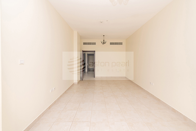 Spacious 1BR with En-suite Bath / 2 Balconies