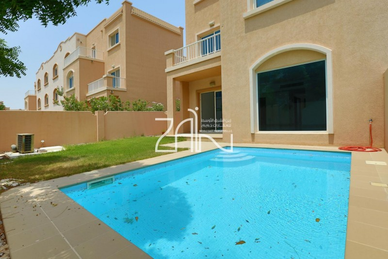 well-maintained-5-br-with-pool-and-garden