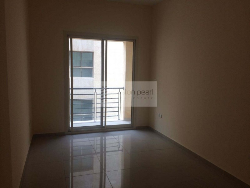Near to MOE, Spacious 2 Bed with Balcony