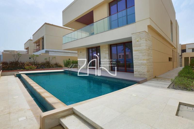 high-standard-5-br-villa-single-row-with-garden