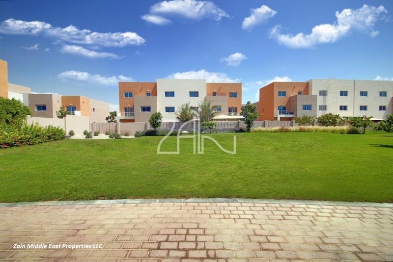hot-offer-single-row-31-villa-in-great-location