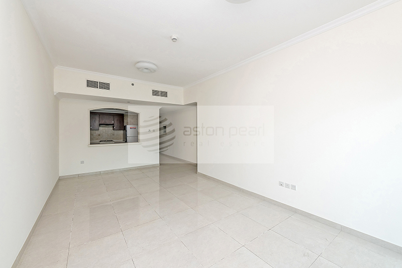 Spacious 2 BR+M with Closed Kitchen and Balcony