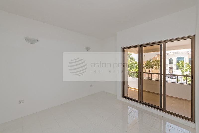 Compound Villa | 4 BR+Maid+Study | Jumeirah 1