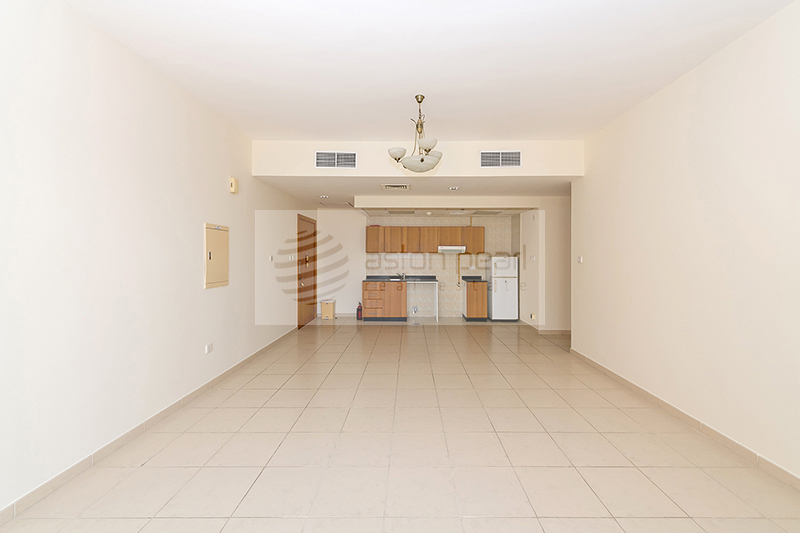Spacious 1 BR with Balcony, Open Kitchen
