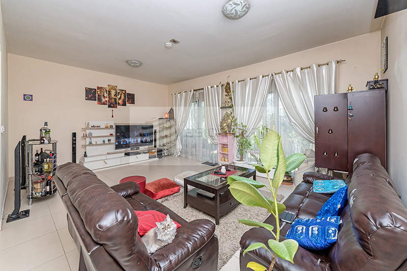 Stunning  3BR Townhouse with 2 Parking space