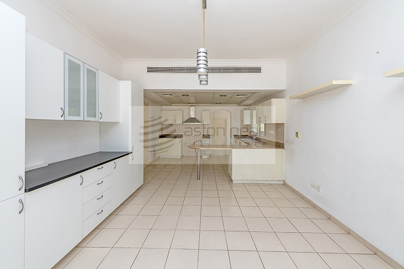 Upgraded 5 BR with Swimming Pool, Vacant