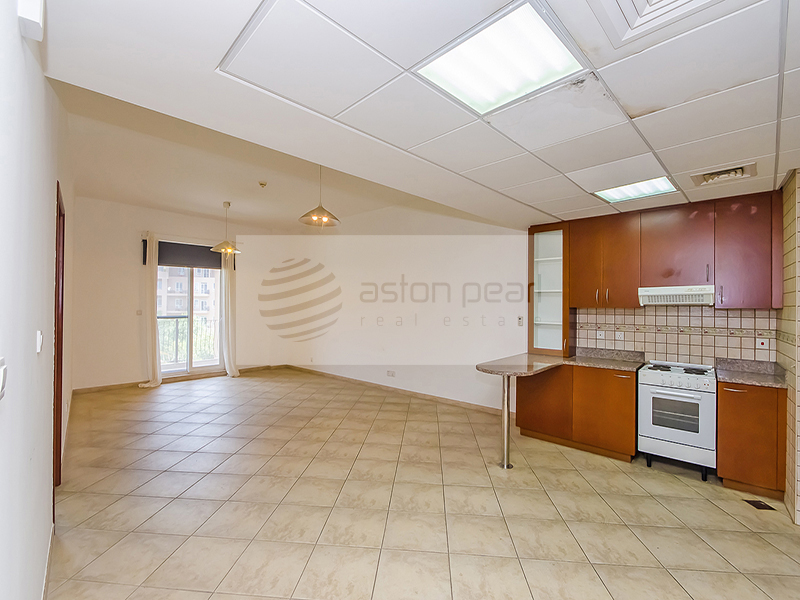 Up to 4 chqs! Well Maintained 1 BR w/ Balcony