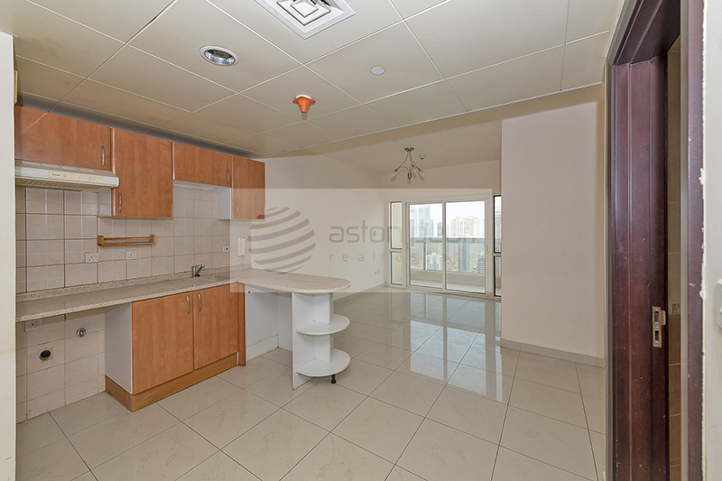 Well Maintained 1BR+Study, Marina and Sea View