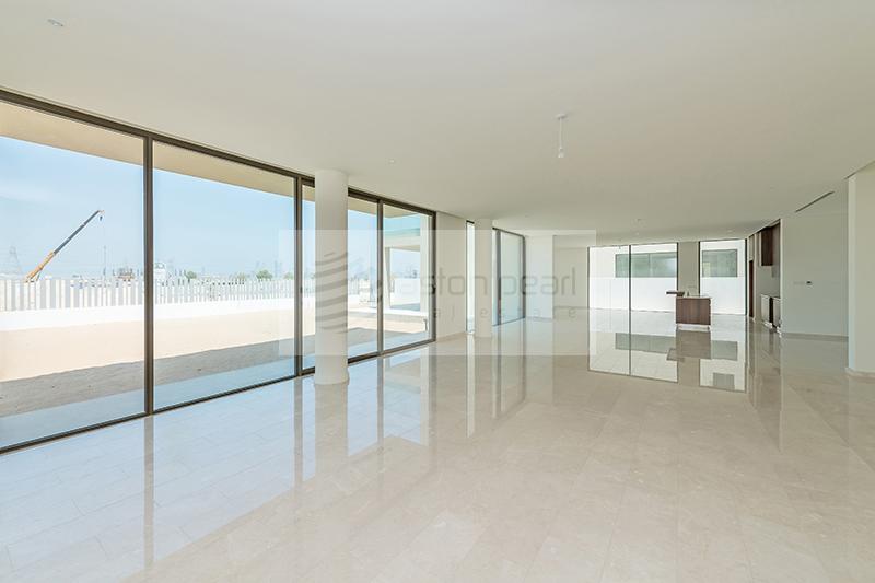 Urgent Sale | High End Family Villa | 6 BR+M+Study