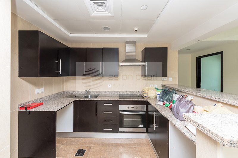 Well Maintained 1 BR with Built-In Stove