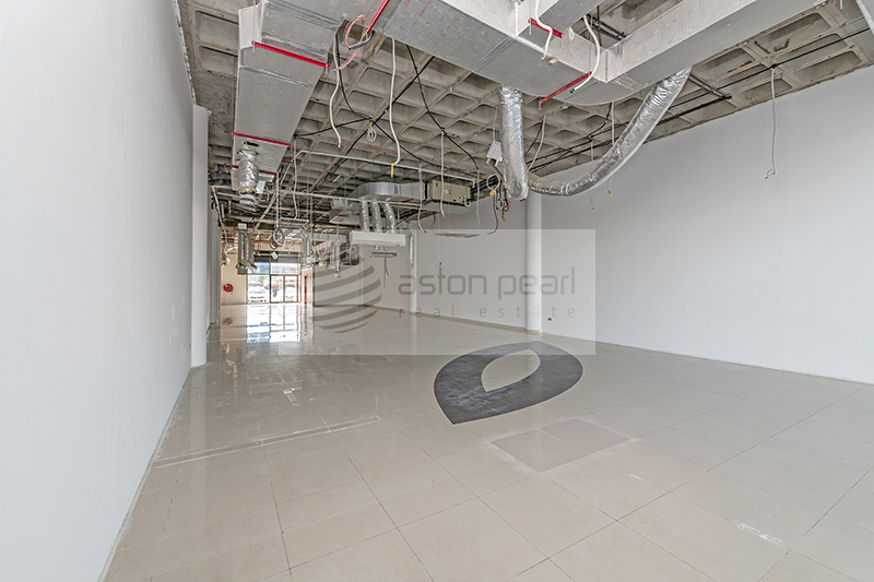 Perfect Location SHOW ROOM Great Exposure onto SZR