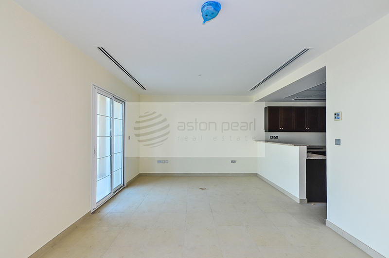 Huge 2 BR+M Townhouse, Available Now, Ready Garden