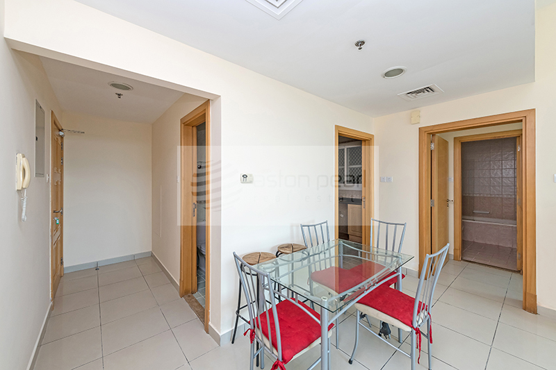 Beautiful 1 Bed with Close Kitchen, Vacant
